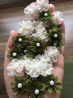 Ribbon Embroidery Tutorial, Silk Ribbon Embroidery, Fabric Ribbon, Felt Flowers, Diy Flowers, Fabric Flowers, Crochet Earrings Pattern, Flower Video, Flower Letters