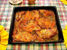 Králíka naporcujeme a prošpikujeme uzenou slaninou. Mírně osolíme, opepříme, posypeme kmínem a potřeme ho kašičkou z oleje, hořčice a utřeného... Czech Recipes, Ethnic Recipes, Tandoori Chicken, Poultry, Meat, Cooking, Czech Food, Kitchen, Backyard Chickens