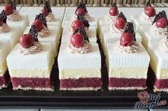 Bez pečení připravené chutné ovocné řezy s pudinkem a šlehačkou. Pokud nemáte chuť na klasický piškotový dort, určitě zkuste tyto vynikající osvěžující nepečené řezy. Autor: Petra H