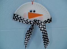 So precious! Use a paper plate to make a snowman craft. Great for classrooms, since it's so cheap!