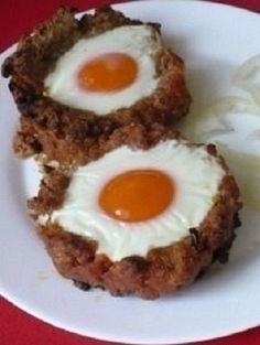 Nagyon látványos és egy kis változatosság pedig csak használhat a hétköznapi fasírt receptnek! Hozzávalók 1/2 kg darált hús, 1 zsemle, 8-10 tojás, 1 kiskanálnyi reszelt vöröshagyma,[...] Pcos Diet, Weekday Meals, Hungarian Recipes, Breakfast Recipes, Muffin, Paleo, Food And Drink, Cooking Recipes, Eggs