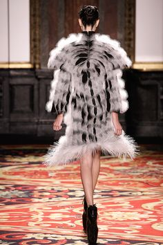 Fashion designer Iris van Herpen is widely recognized as one of fashion's most talented and forward-thinking creators who continuously pushes the boundaries of fashion design. Fashion Jobs, Fast Fashion, 3d Printed House, Iris Van Herpen, Pattern Cutting, Piece Of Clothing, Ethical Fashion, Knit Dress, Sustainable Fashion