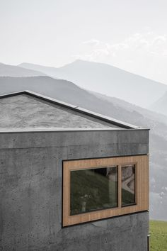Andreas Gruber embeds minimal concrete house into the Italian hillside
