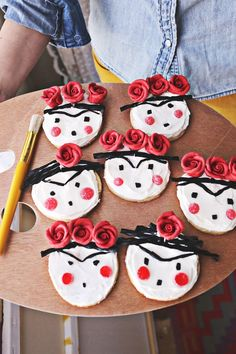 Frida Kahlo Sugar Cookies - A Beautiful Mess Cute Cookies, Sugar Cookies, Cookies Et Biscuits, Frida And Diego, Frida Art, Mexican Party, Beautiful Mess, Bake Sale, Cute Food