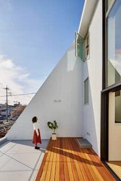 Brilliant terrace by KEITARO MUTO ARCHITECTS