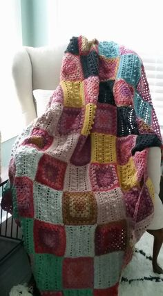 Find Hearthside free blanket pattern – a bohemian dream! – on Ravelry, Craftsy, and LoveKnitting.com (soon!) Hearthside is a cozy, colorful piece that will put a smile on your face ever…