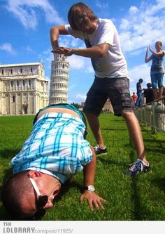Posing with the Leaning Tower of Pisa | LOLBRARY.COM