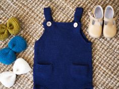 Ravelry: knitting pattern for The Pocket Playsuit pattern by C. Knitting For Kids, Baby Knitting Patterns, Knitting Projects, Knitting Ideas, Tricot Baby, Knitted Animals, Baby Kind, Playsuit, Romper