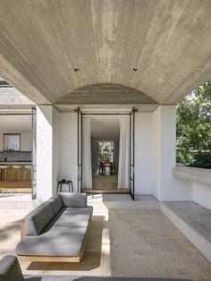 Indoor Outdoor Living, Outdoor Rooms, Outdoor Decor, Outdoor Furniture, Stucco Exterior, Exterior Colors, Australian Architecture, Contemporary Architecture, Architecture Awards