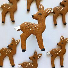 Cookies by Lindsay Gingerbread deer! Christmas Sweets, Christmas Cooking, Noel Christmas, Christmas Goodies, Christmas Lights, Fancy Cookies, Cute Cookies, Holiday Cookies, Cupcake Cookies