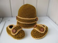 Booties and hat for baby, booties for the baby, hat for the baby gift handmade knitwear, ready to ship.