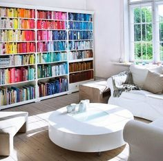 Book arraigned by color. Nice, though perhaps impractical.