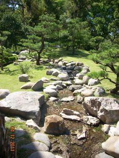 Stream on Japanese Garden - Arroyo en el Jardin Japones
