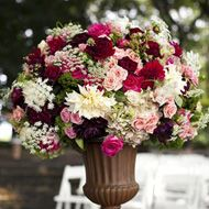 beautiful arrangement....perfect for my wedding...this is what I want