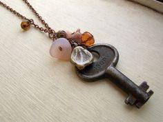 I love vintage keys! A perfect necklace by Flowerleaf!