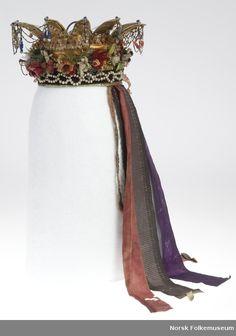 DigitaltMuseum - Brurekrune frå Aurland i Sogn Strange Flowers, Costumes Around The World, Swedish Fashion, Bridal Crown, Magic Carpet, Headgear, Lady Gaga, Folklore, Norway