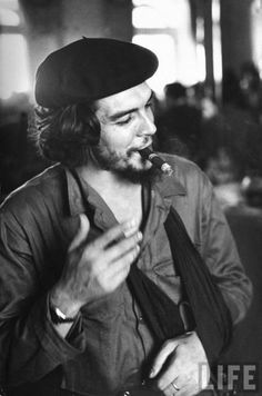 "Cuban Rebel Ernesto ""Che"" Guevara, Left Arm in a Sling, Talking with Unseen Person People Premium Photographic Print - 30 x 41 cm"