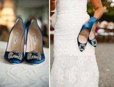 Zapatos de novia en color azul de Manolo Blahnik - Foto Laurie Bailey Photography y Sylvie Gil Photography en Style me Pretty