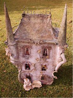 The Haunted Dollhouse — Merveilles en Papier Enchanted Doll, Haunted Dollhouse, Dollhouse Dolls, Victorian Dollhouse, Fairy Land, Fairy Tales, Paper Art, Paper Crafts, Fairy Houses