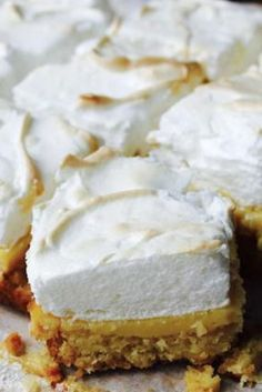 Lemon Meringue Slice - Too hard? Not with this easy version! Lemon meringue pie comes with very high expectations. Start slow and try this easier lemon meringue slice recipe first. Lemon Recipes, Baking Recipes, Sweet Recipes, Cake Recipes, Dessert Recipes, Baking Desserts, Gf Recipes, Lemond Curd, Delicious Desserts