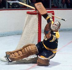 Gerry Cheevers NHL Hockey Hall of Fame Goaltender 2 x Stanley Cup Champion born on December Hockey Goalie, Hockey Games, Hockey Mom, Hockey Players, Ice Hockey, Boston Bruins Game, Nhl, Hockey Boards, Goalie Mask