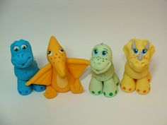 how to make fondant dinosaur cupcake toppers Dinosaur Train Cakes, Dinosaur Cupcake Toppers, Dinosaur Birthday Cakes, Fondant Cake Toppers, Dinosaur Party, Dino Cake, Fondant Animals, Clay Animals, Dragon Cakes