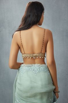 Indian Fashion Dresses, Dress Indian Style, Indian Designer Outfits, Indian Outfits, Blouse Back Neck Designs, Fancy Blouse Designs, Latest Saree Blouse Designs, Indian Blouse Designs, Stylish Blouse Design