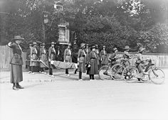 10 ways children took part in Girl Guides with a stretcher and other equipment in preparation to provide emergency help after an air raid. World War I, World History, Million Men, Public, Church Windows, Air Raid, British Soldier, Girl Guides, Wwi