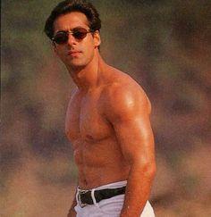 ❤️Salman❤️ Handsome Celebrities, Handsome Actors, Salman Khan Wallpapers, Salman Khan Photo, Sr K, King Of Hearts, Bollywood Stars, Man Alive, Actors & Actresses