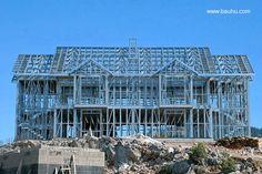 Sistema de construcción industrializado con metal ligero. Casa doble en construcción con Steel Framing Steel Frame House, Steel House, Ing Civil, Steel Framing, Hotel Floor Plan, Steel Frame Construction, Frame Light, Roof Trusses, Wood Steel