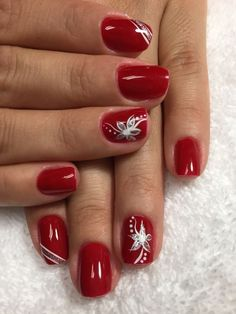 Here is a tutorial for an interesting Christmas nail art Silver glitter on a white background – a very elegant idea to welcome Christmas with style Decoration in a light garland for your Christmas nails Materials and tools needed: base… Continue Reading → Xmas Nails, Holiday Nails, Red Nails, Christmas Nails, Glitter Nails, Fall Nails, Matte Nails, Glitter Art, Red Christmas
