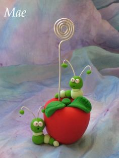 Gusanos en la manzana by Crea tu mundo, via Flickr