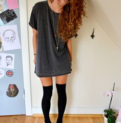 outfit oversized dyed grey thsirt and overknee socks