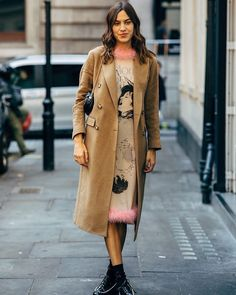 Everything has Beauty – 2 190 фотографий Beige Trench Coat, Fur Coat, Capsule Wardrobe, Wardrobe Ideas, Beauty First, Sweaters, Jackets, Dresses, Fashion