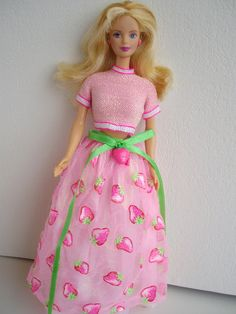 """Pink """"Dior"""" style skirt and top with green ribbon belt - The 11 Hottest Runway Trends Inspired By Barbies Barbie I, Barbie Dream, Barbie World, Barbies Dolls, Barbie Stuff, Baby Doll Nursery, Barbie Doll Accessories, Old School Toys, Childhood Toys"""