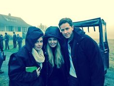 """Jen's twitter: """"Fliming with dad and tink #OnceUponATime #uglyducklings"""""""