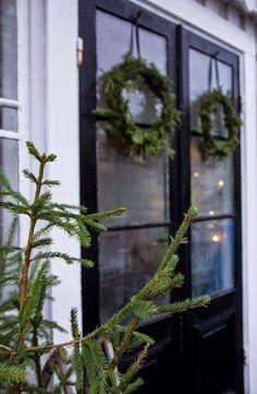 Wreaths on front doors Christmas Feeling, Natural Christmas, Merry Little Christmas, Scandinavian Christmas, Country Christmas, Winter Holidays, Winter Christmas, Christmas Holidays, Christmas Wreaths