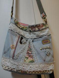 Bolsa jeans Vintage lindos detalhes alças com ganchos. (R$ 78,00)  (Affection -  Bolsas Artesanais) Elisa (55041-41) 9940-4194