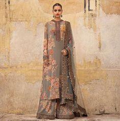 2019 Sabyasachi Charbagh Bridal Lehenga collection has a bunch of traditional red wedding lehengas, some gorgeous destination wedding outfits + lots more. Pakistani Dress Design, Pakistani Dresses, Indian Dresses, Indian Outfits, Indian Designer Suits, Indian Designers, Bridal Lehenga Collection, Asian Wedding Dress, Pakistan Fashion