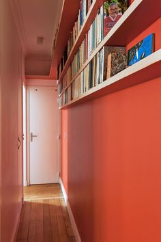 Narrow and dark corridor layout – House side Source by Long Hallway, Upstairs Hallway, Entry Hall, Entrance, Home Suites, Study Room Decor, Roof Colors, Small Hallways, House Siding