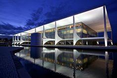 Planalto Palace in blue hour - Brasilia by Francisco Aragão, via Flickr