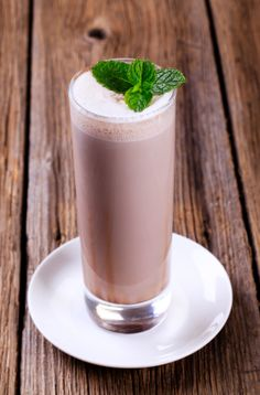 Iced Mocha Shakeology - Love coffee? Then, this recipe made with #VanillaShakeology, coffee, and chocolate is just the thing. Click for the full recipe and for many more #VanillaShakeology recipes!