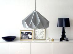 Papierleuchte - Chestnut Grey: Diese wunderbaren Lampen des Niederländischen Designlables Studio Snowpuppe werden handgefaltet und somit wird jede Lampe zum Unikat.