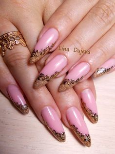 Wouldn& have put the two together but it works. Almost baroque. Frensh Nails, May Nails, Bling Nails, Stiletto Nails, Love Nails, Pretty Nails, Hair And Nails, Acrylic Nails, Classy Nails