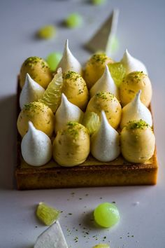 lemon tart This is freakin' beautiful….and I don't even like lemon t… lemon tart This is freakin' beautiful….and I don't even like lemon tarts. Fancy Desserts, Sweet Tarts, Food Presentation, Food Plating, Chefs, Food Inspiration, Sweet Recipes, Food Photography, Food Porn
