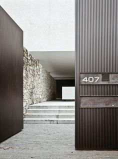 House Facade Entrance Stones Ideas For 2019 Architecture Design, Residential Architecture, Contemporary Architecture, Contemporary Homes, Building Architecture, Tor Design, Gate Design, House Design, Entrance Design