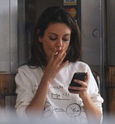 Mila Kunis Smoking, Celebrity Smokers, Thats 70 Show, Girls Smoking Cigarettes, Cigarette Aesthetic, Girl Smoking, Smoking Ladies, Madame, Looks Style