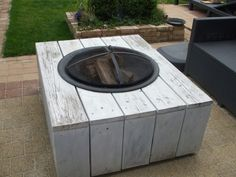 Cinder block covered with wood look porcelain tile? Pallet Fire Pit, Deck Fire Pit, Wood Fire Pit, Gas Fire Pit Table, Back Porch Makeover, Patio Trellis, Small Outdoor Patios, Diy Garden Furniture, Outside Patio