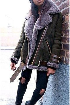 Sherling jacket, shearling jas, sheepskin jacket, winter looks, winter styl Winter Fashion Casual, Fall Winter Outfits, Autumn Winter Fashion, Winter Style, New York Winter Outfit, Stylish Winter Outfits, Winter Wear, Casual Fall, Winter 2017