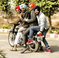 #Sardars #singh #fashion #photography #bullet #geriyan #funshunn #yarrian #theturbankings✌✌✌ Couple Photography, Amazing Photography, Fashion Photography, Photography Ideas, Punjabi Boys, Bollywood, Punjabi Culture, Punjabi Fashion, Boys Dpz